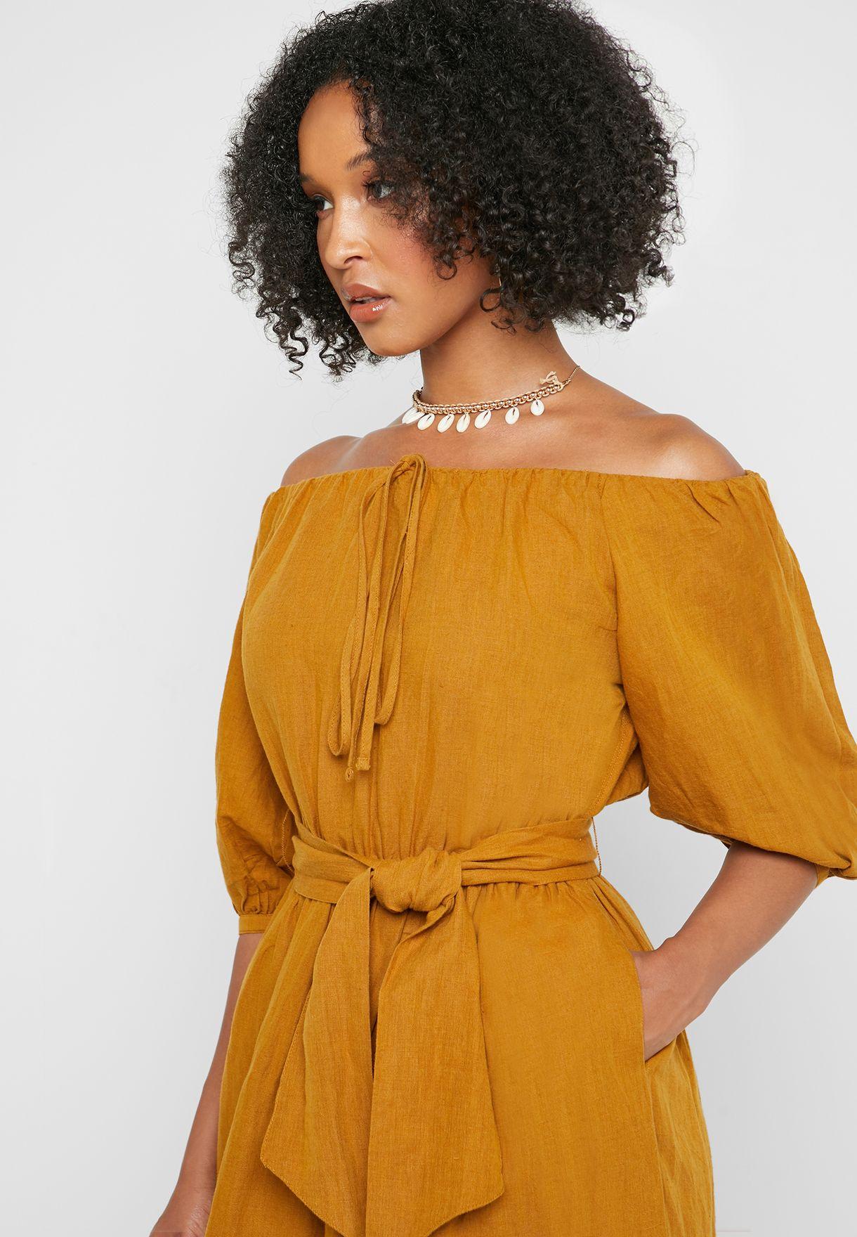 فستان مع حزام خصر