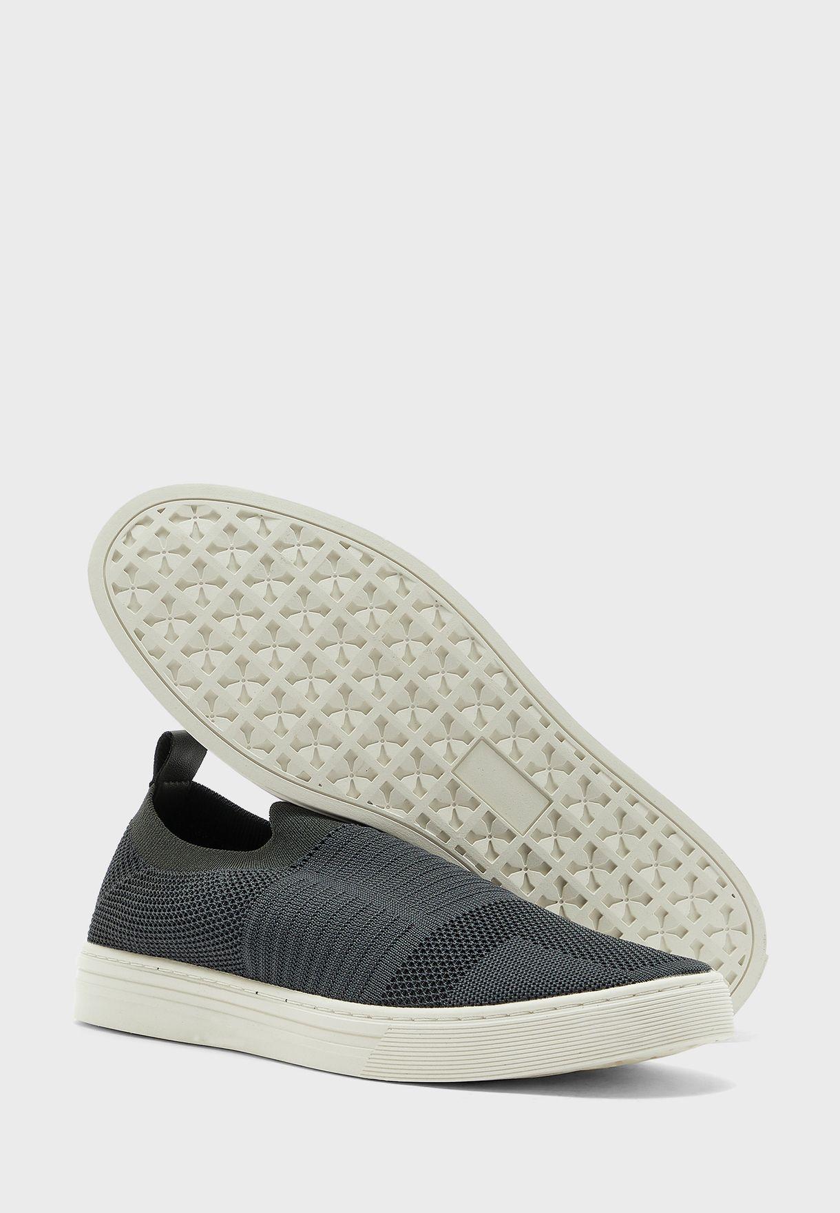 حذاء كاجوال محبوك