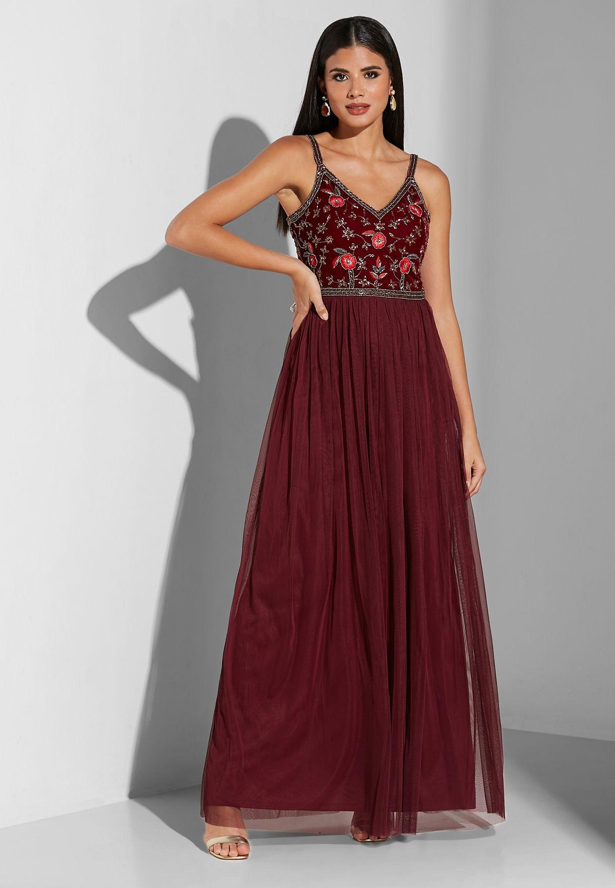 فستان بحمالات مزين بخرز وترتر