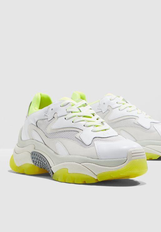 حذاء سنيكرز اديكت