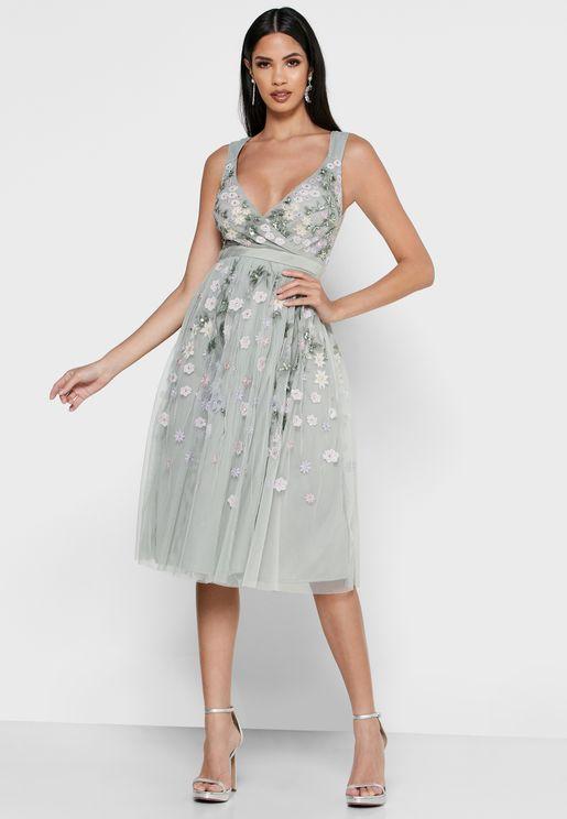 فستان شفاف بتطريز