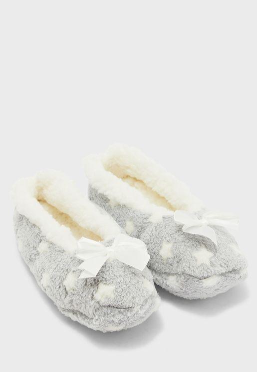 حذاء فرو مزين بفيونكة