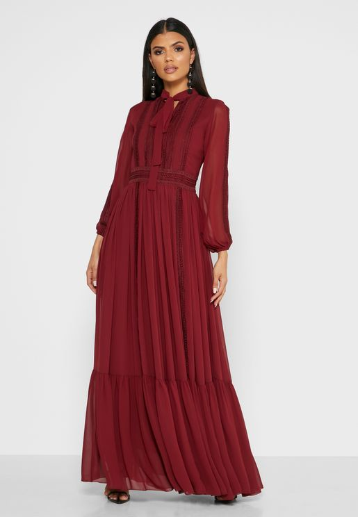 فستان باربطة ياقة وكشكش