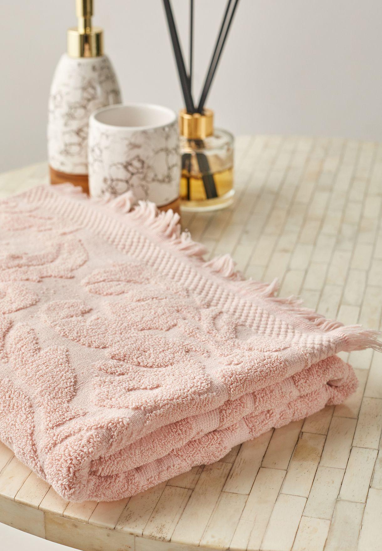 منشفة حمام منقوشة