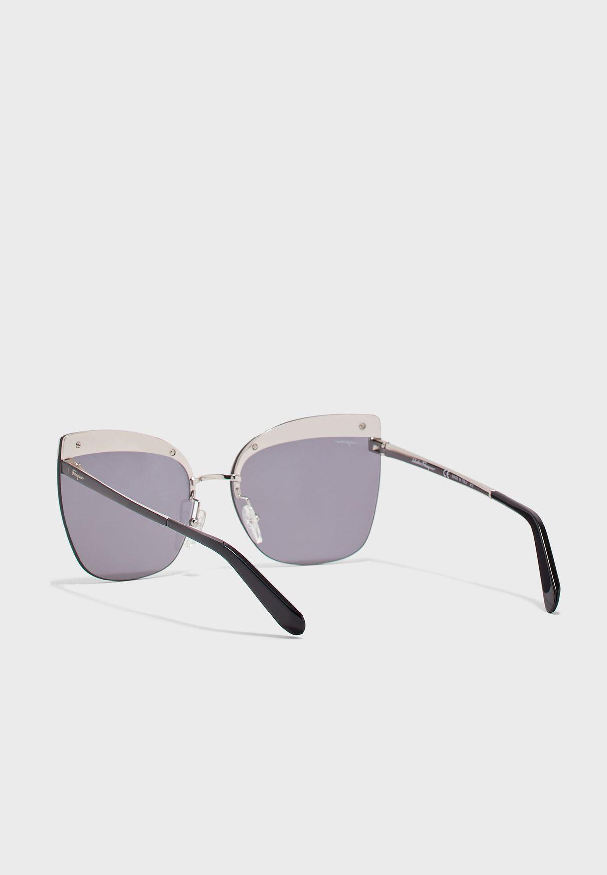 نظارات شمسية كبيرة