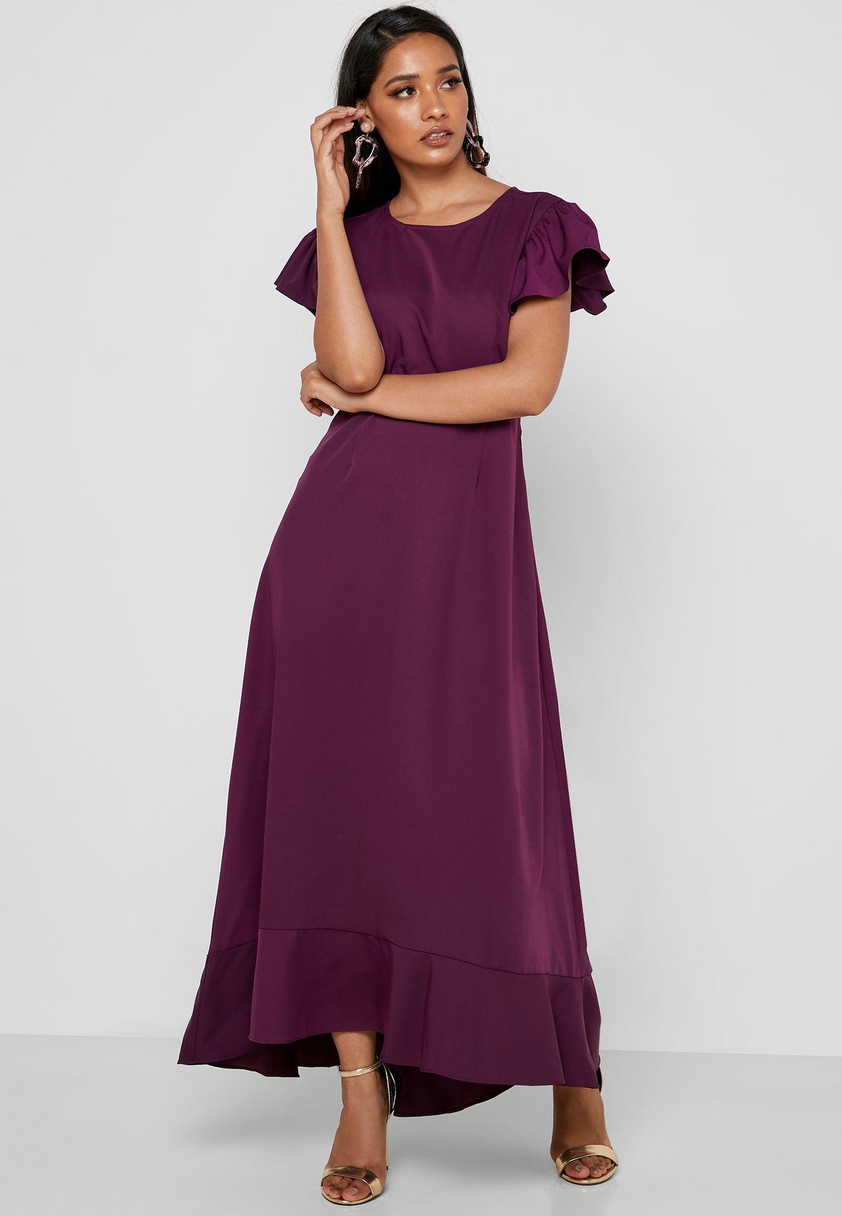 فستان بأكمام كشكش وحافة متباينة الطول