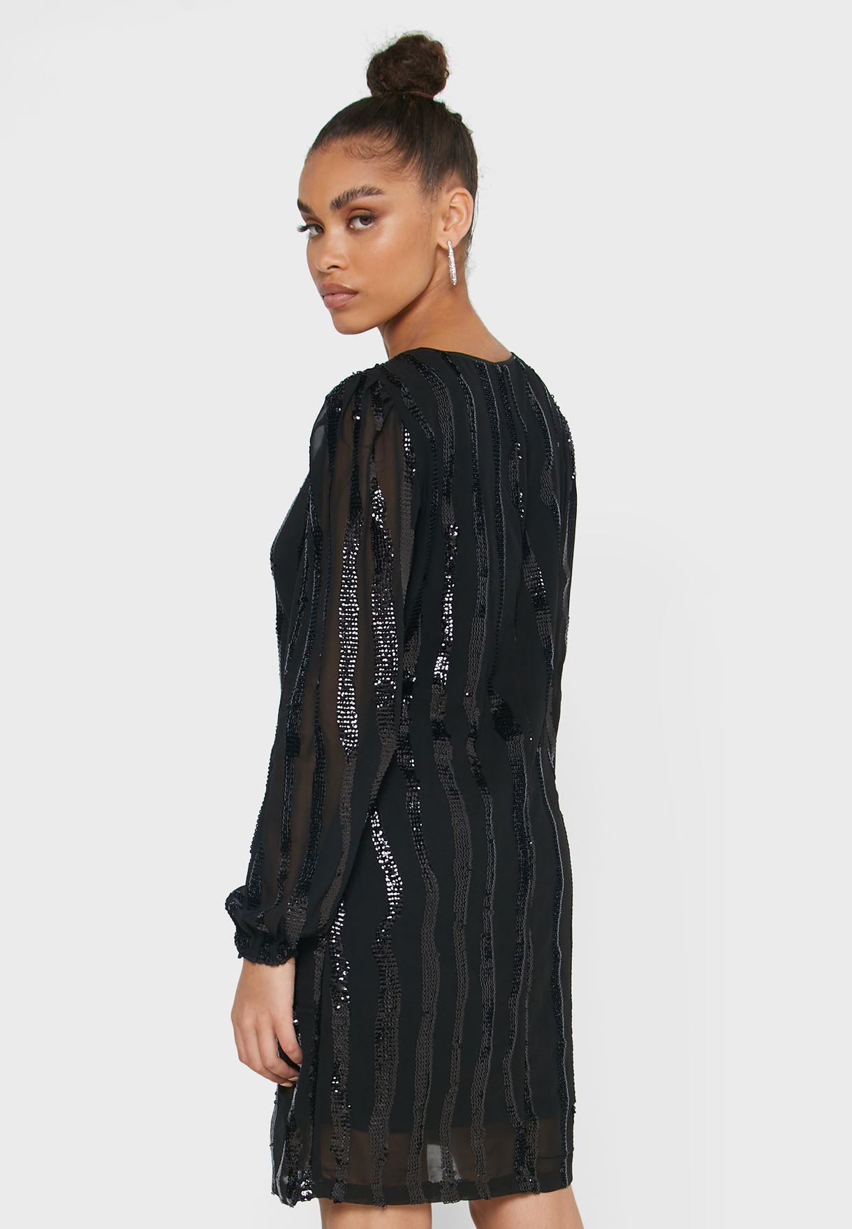 فستان بتطريز ترتر