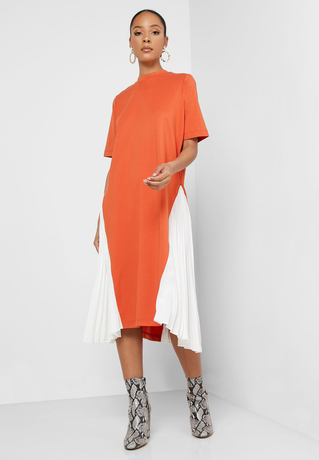 Pleated Detail Colorblock Dress
