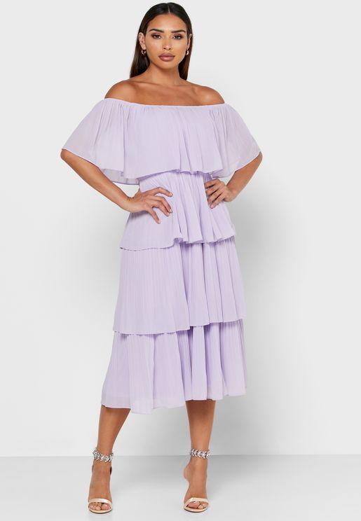 فستان مكشوف الاكتاف متعدد الطبقات