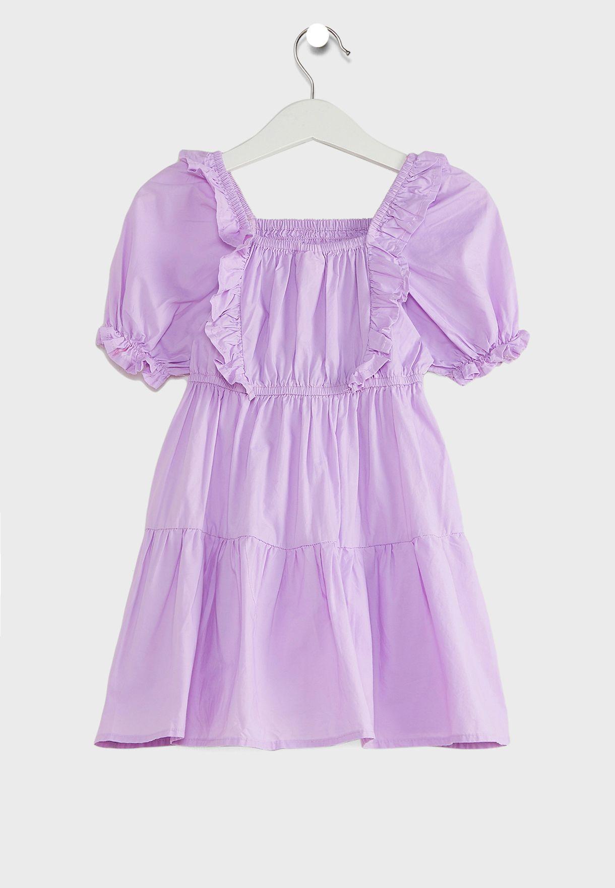 فستان بياقة مربعة واكمام قصيرة