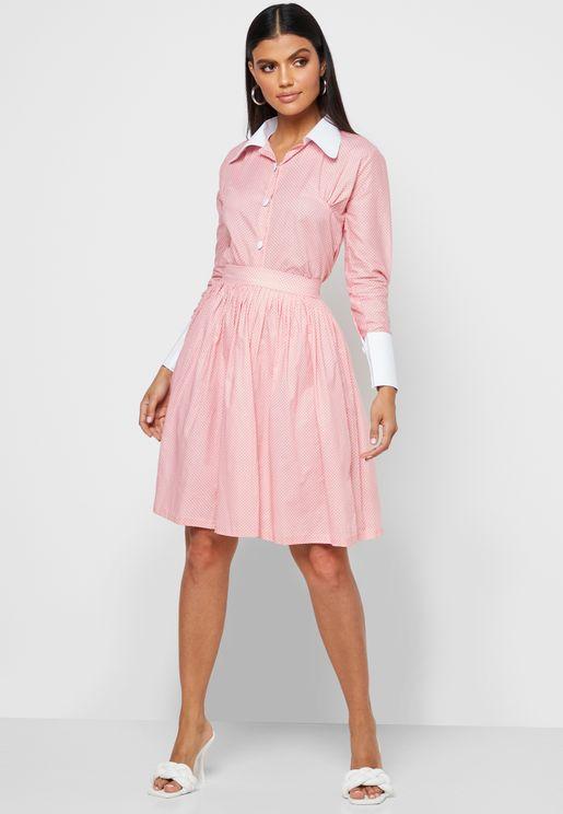 فستان منقط بياقة كلاسيكية