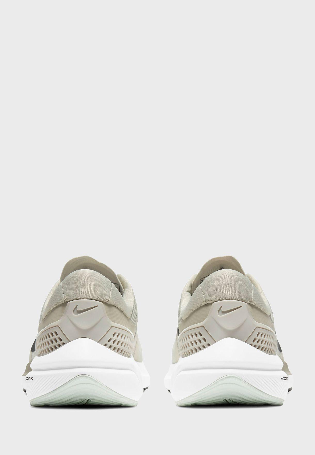 حذاء اير زووم فوميرو 15