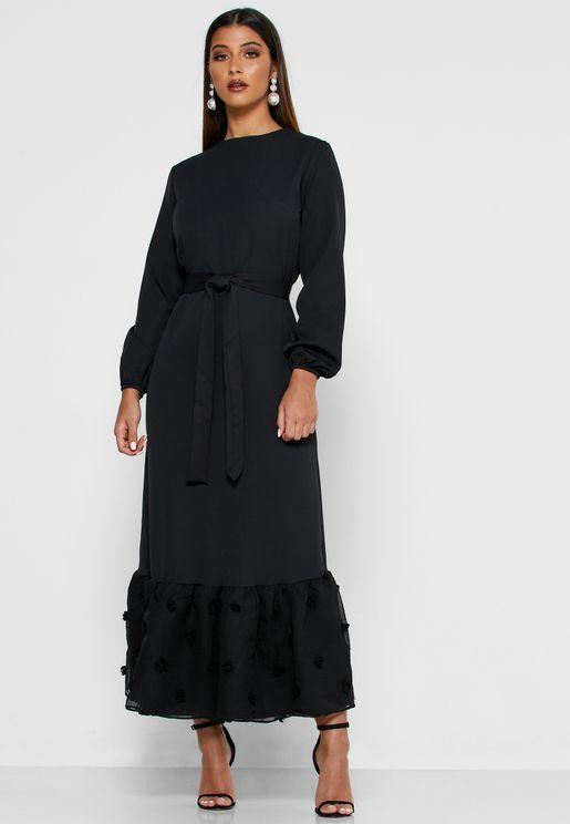 فستان مكسي بأربطة وحواف كشكش