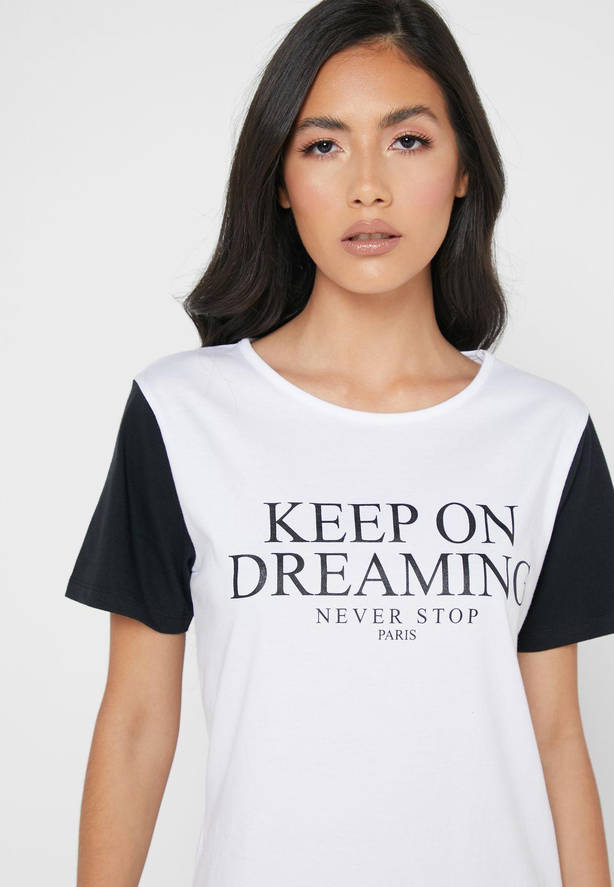 قميص نوم بطباعة كتابة