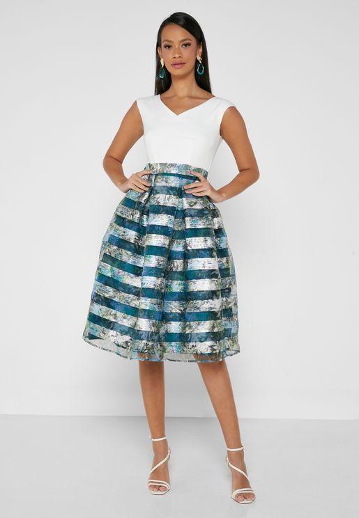 فستان كت بياقة V