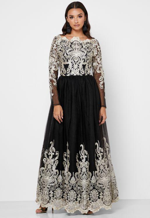 فستان بأجزاء مطرزة