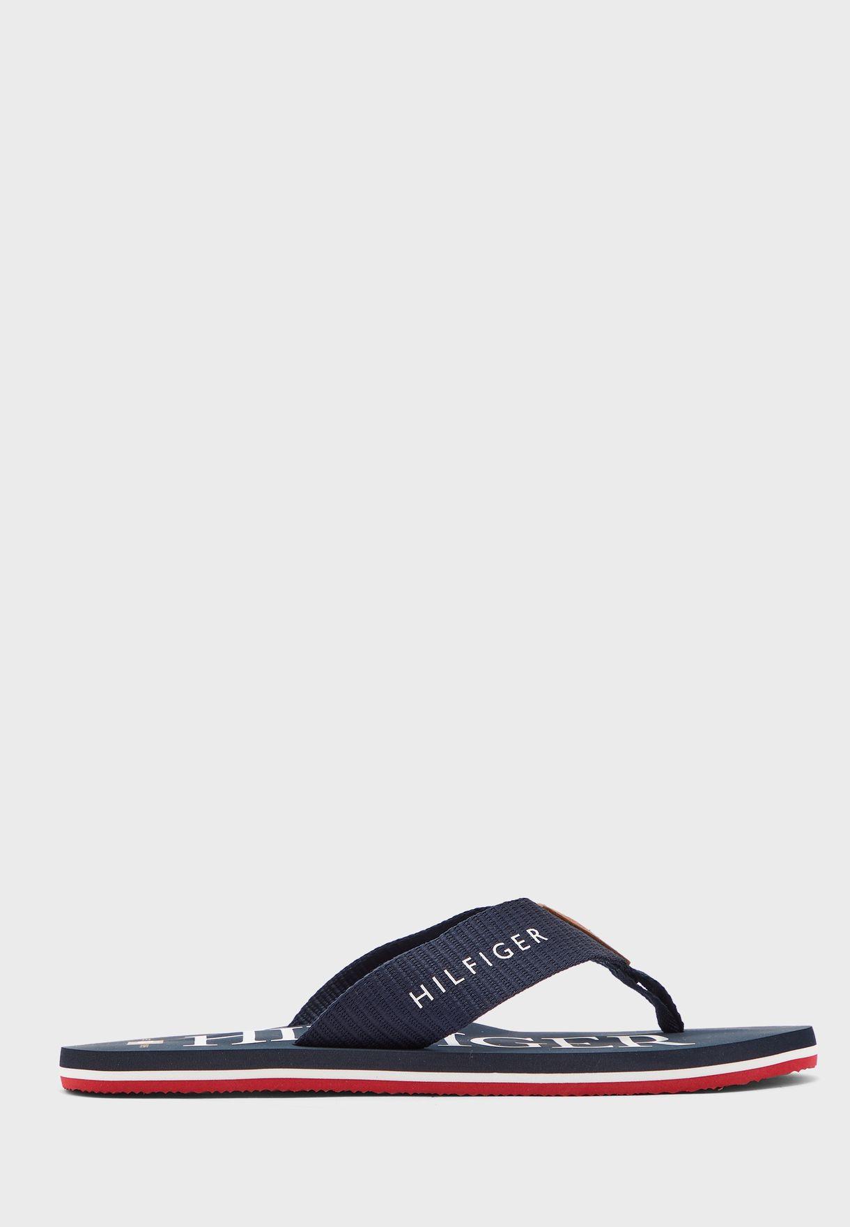 حذاء بكعب عالي مزين بفيونكة