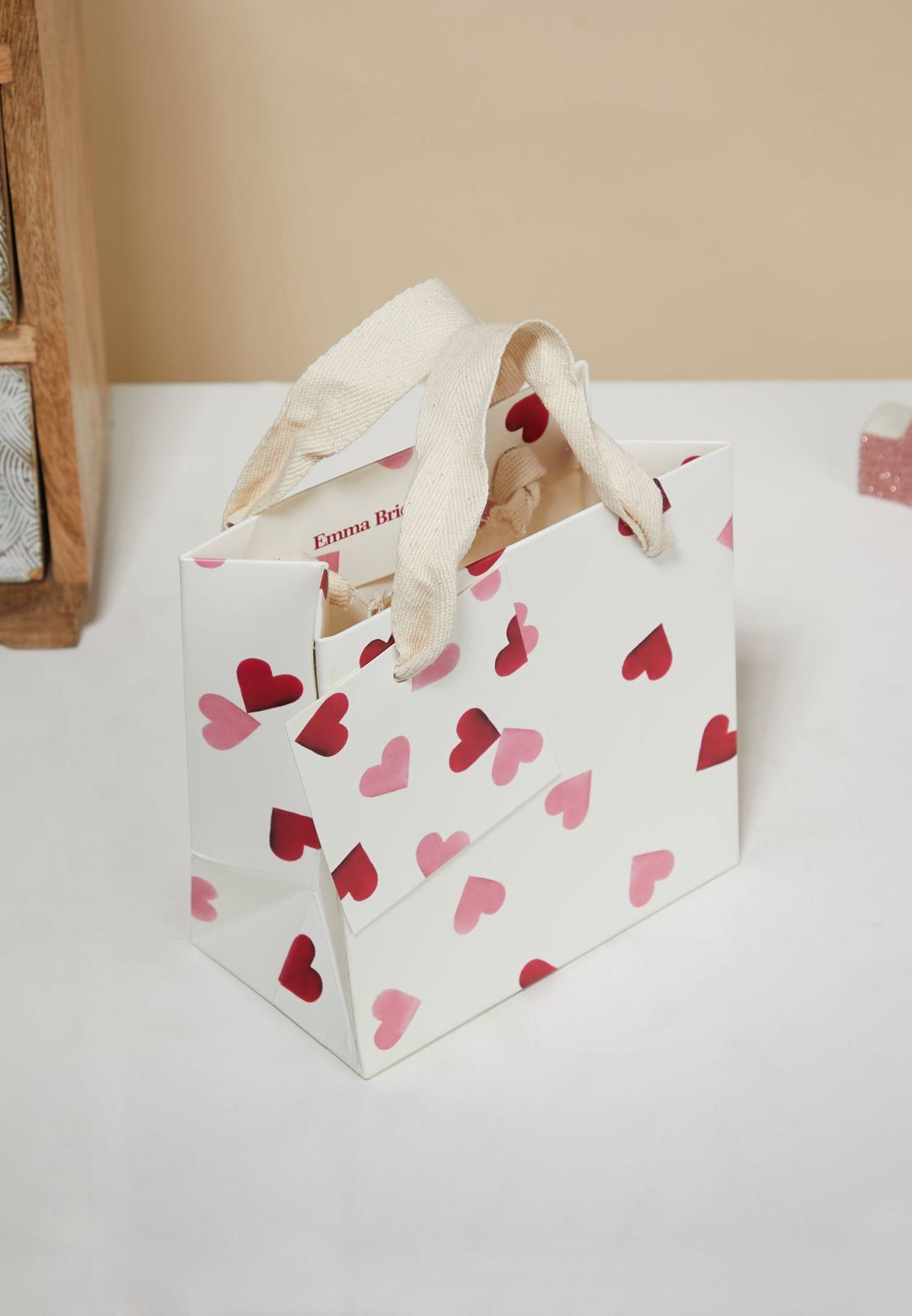 شنطة هدايا صغيرة بطباعة قلوب