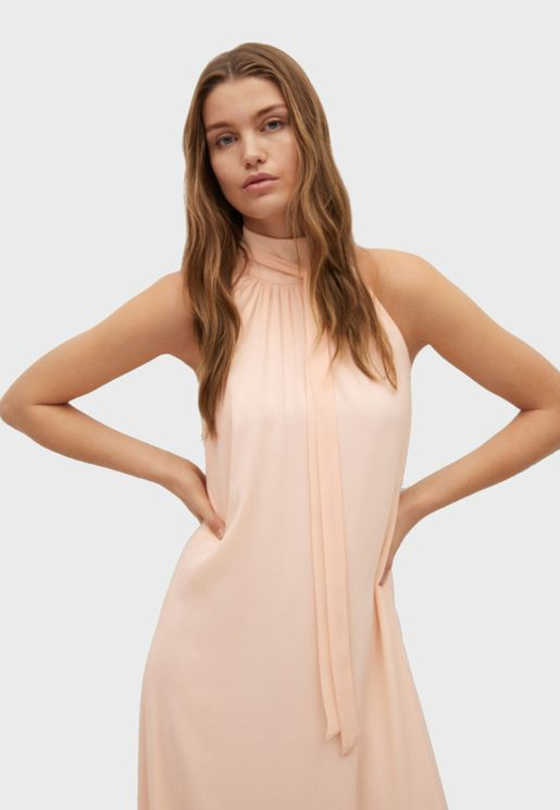 فستان طويل بياقة هالتر