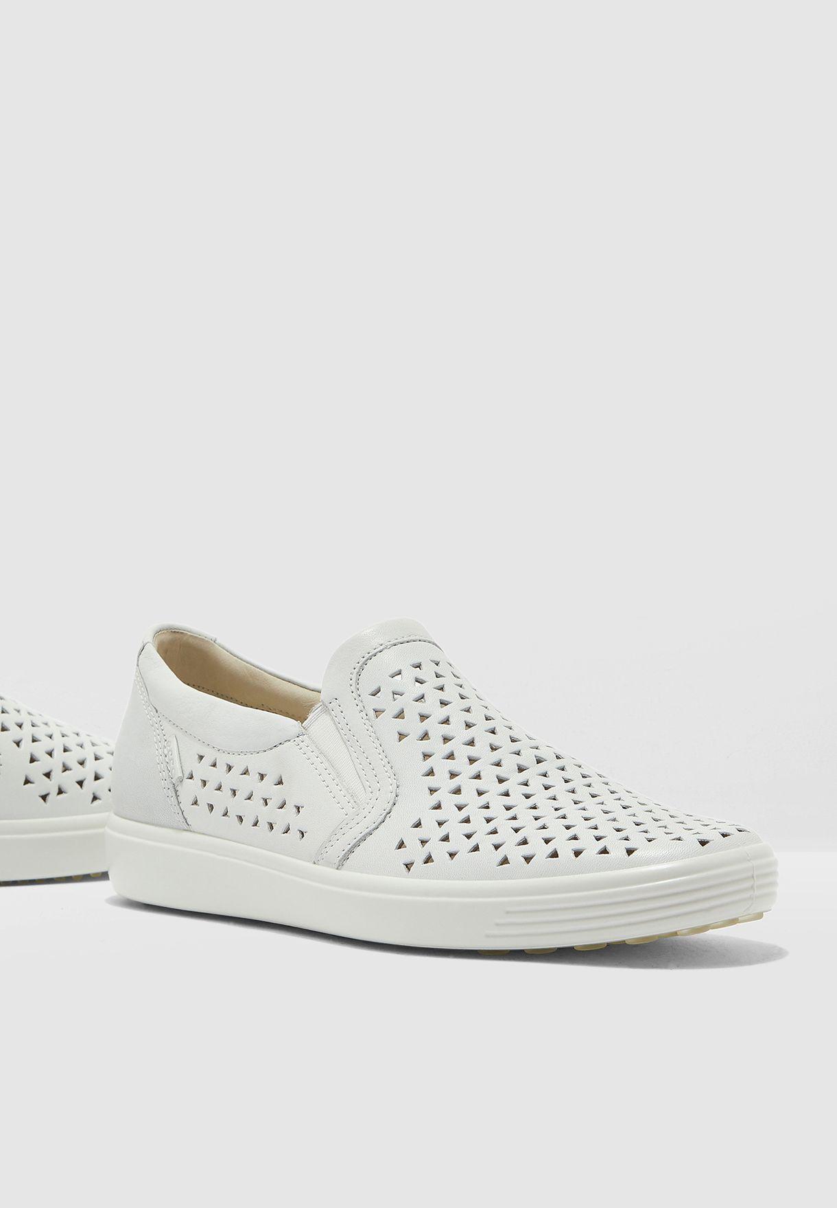 حذاء سهل الارتداء بفتحات