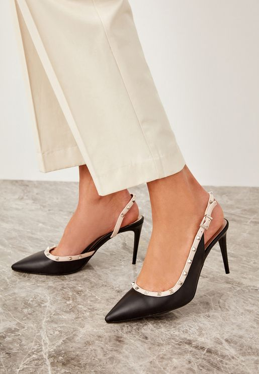 Buckle Pointe Toe Pump - Black