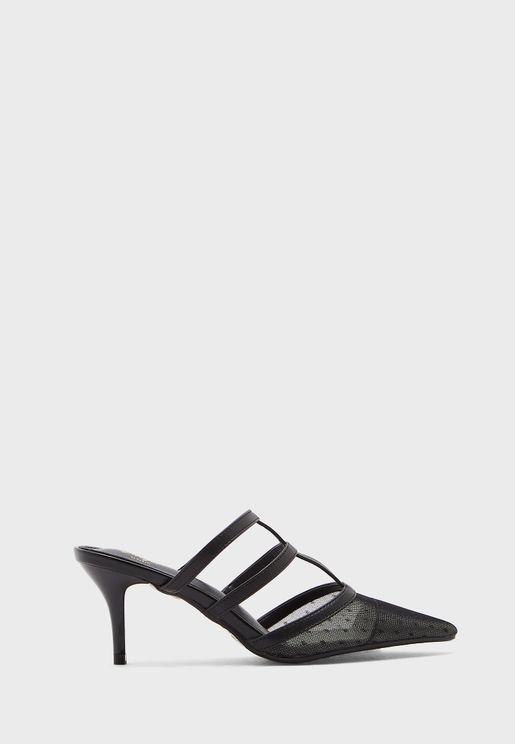 حذاء بنمط قفص