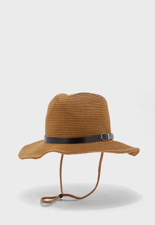 قبعة قش عصرية