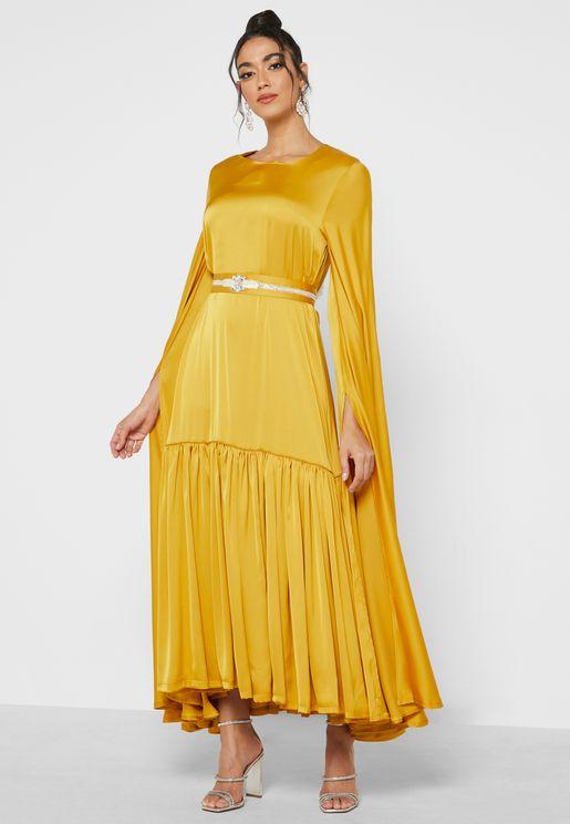 فستان بأكمام نمط كيب