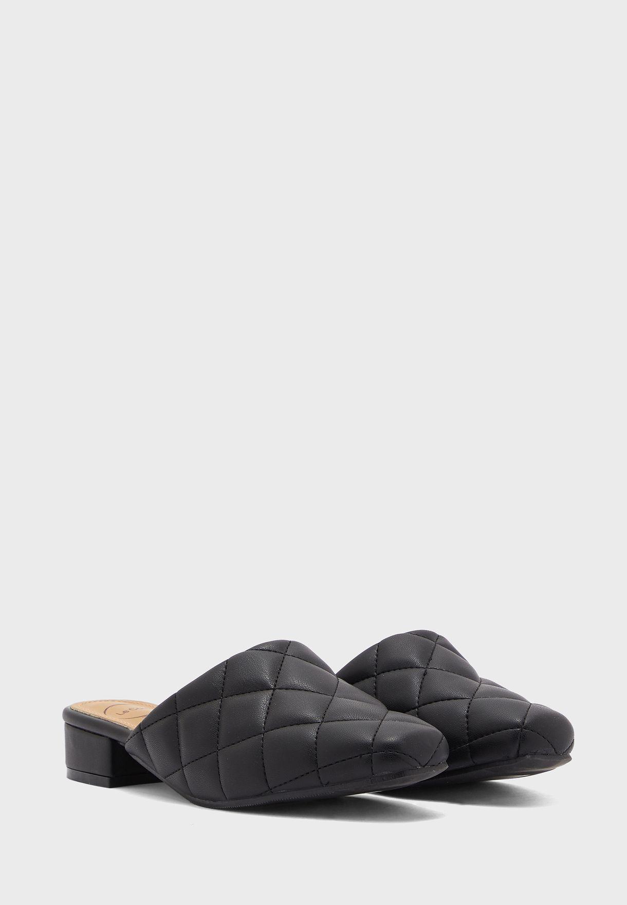 حذاء سهل الارتداء مدروز