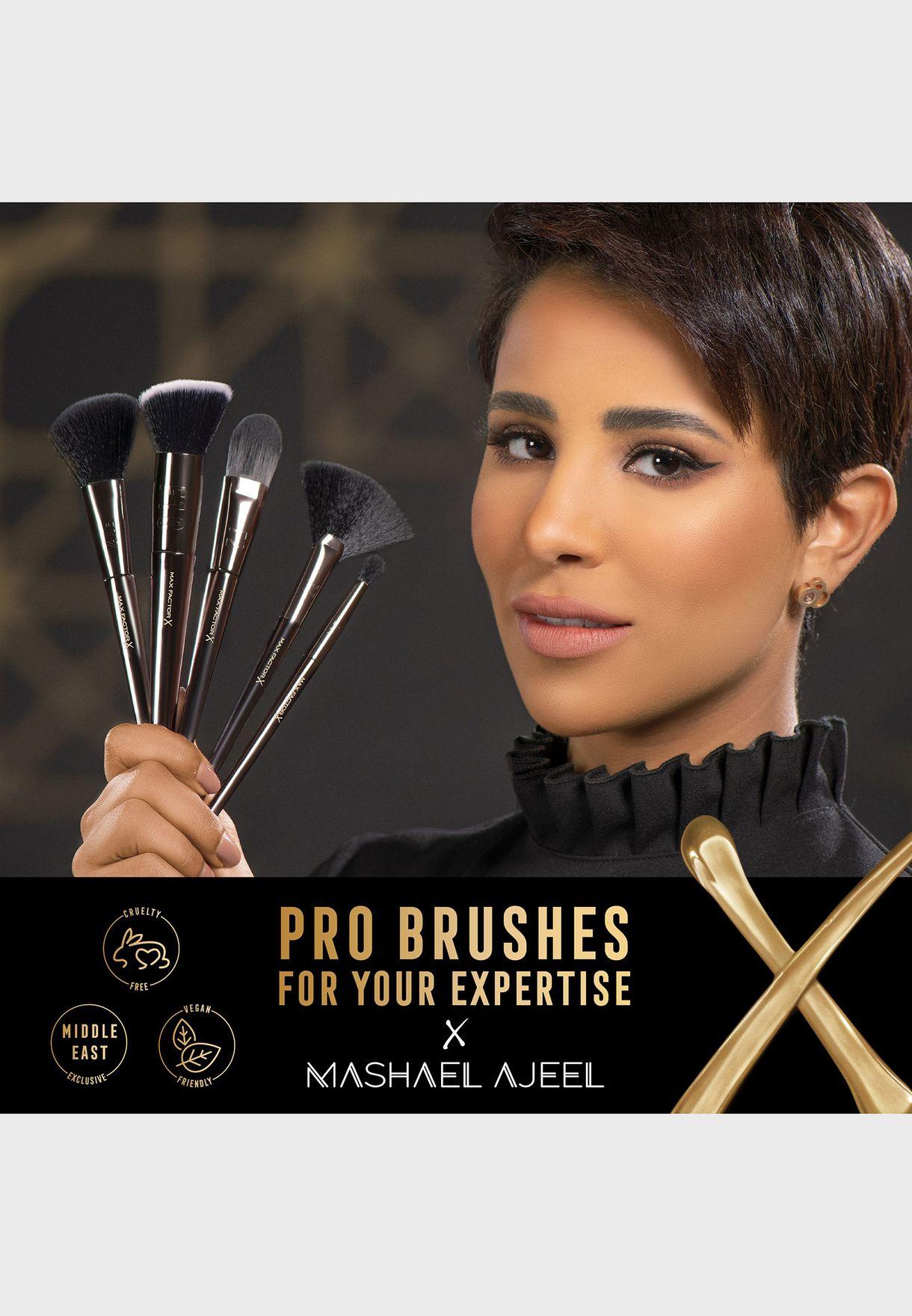 Pro Foundation Brush F2 by Mashael Ajeel