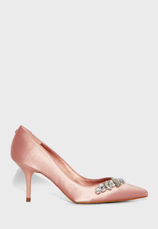 حذاء مزين بكريستال