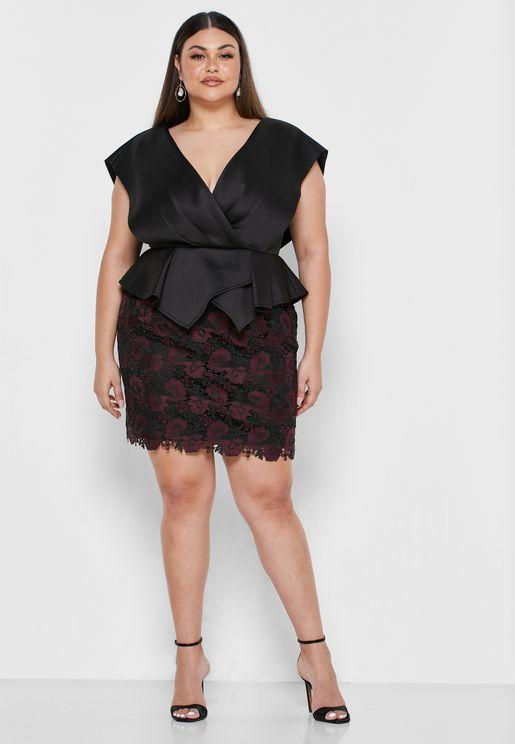 فستان بياقة V مزين بدانتيل