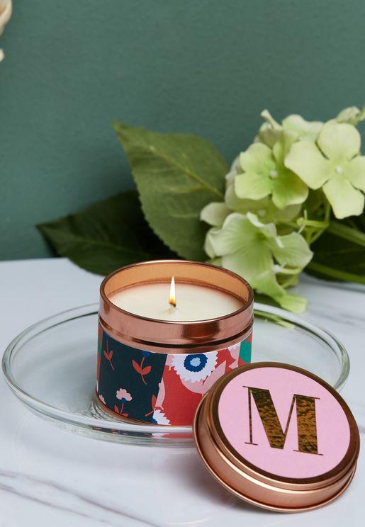 شمعة معطرة بطبعة حرف M