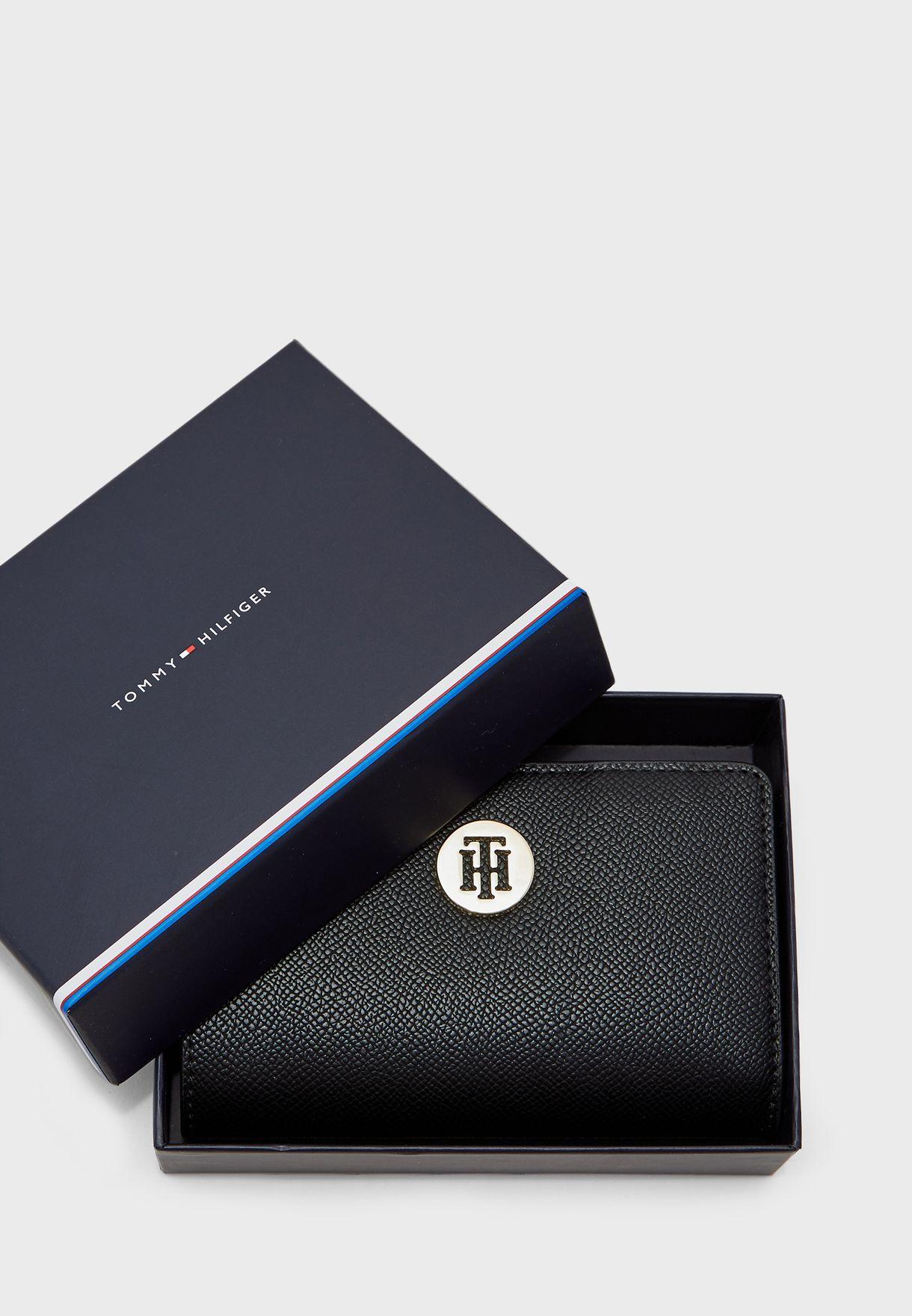 محفظة متوسطة الحجم بسحاب