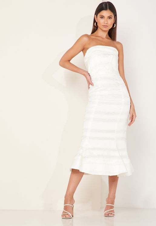 فستان بحر عاري الاكتاف