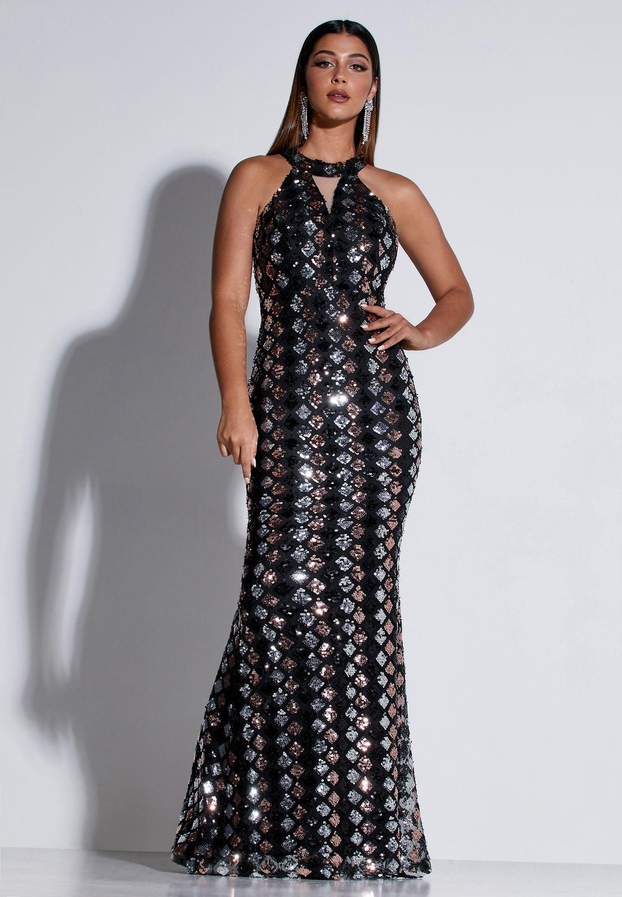 فستان ماكسي بياقة عالية مرصع بالترتر