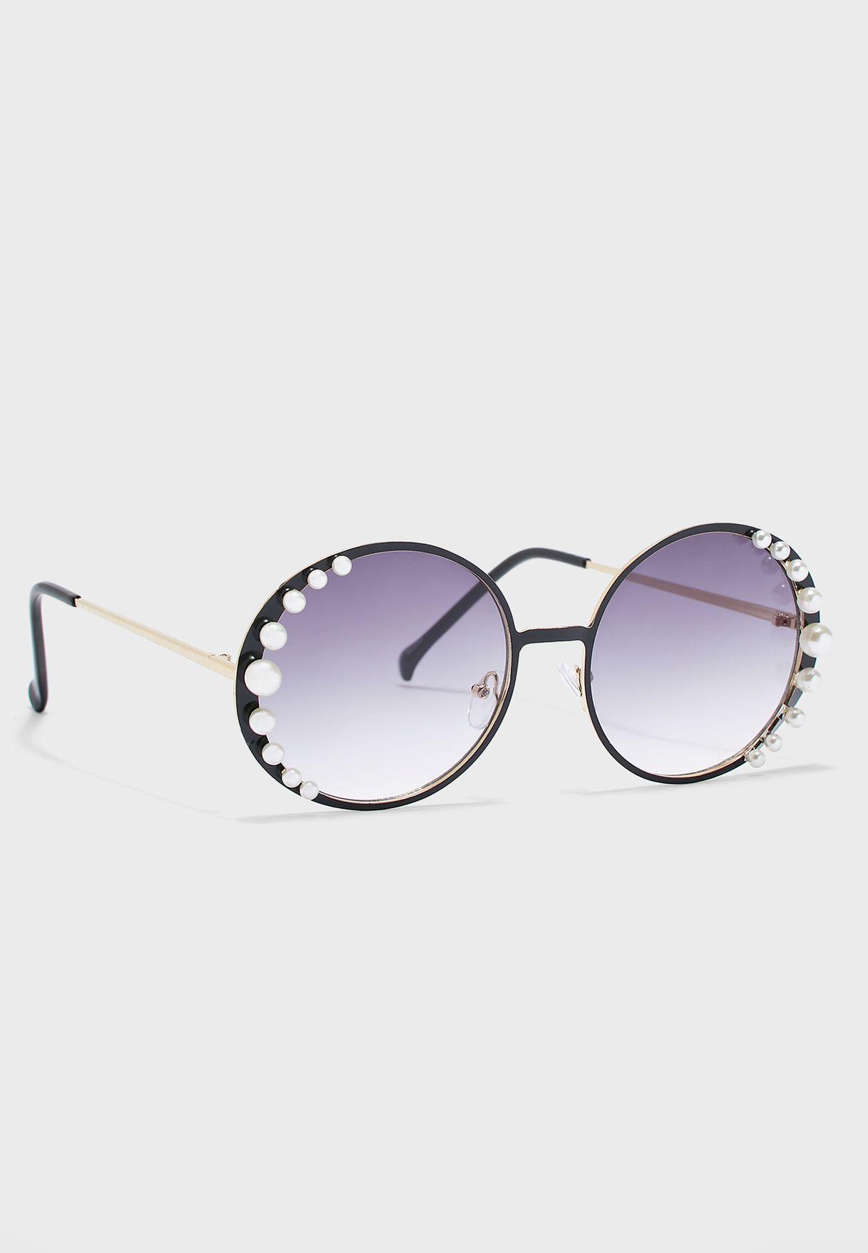 نظارة شمسية مزينة باللؤلؤ
