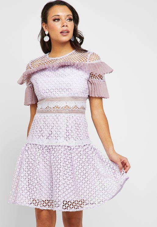 فستان بفتحات ليزر