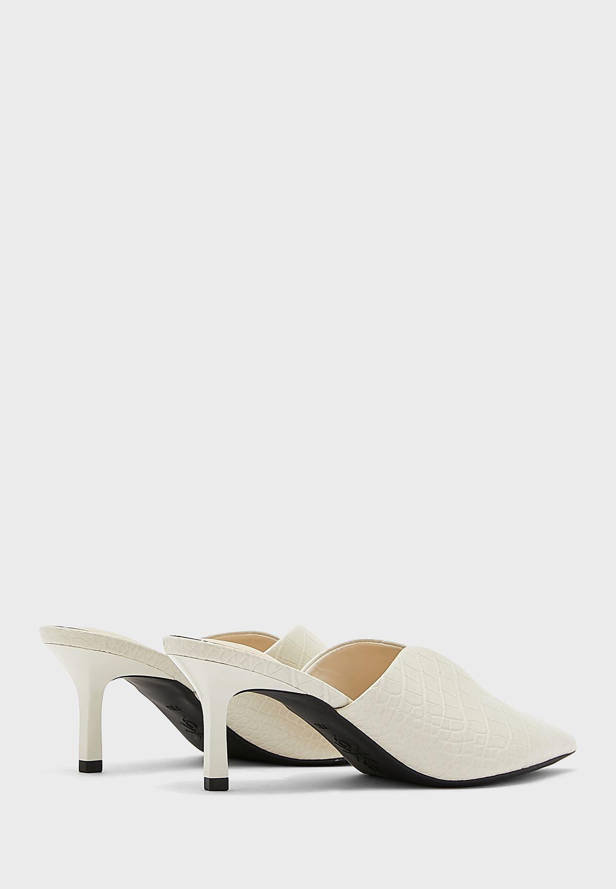 Kapps9X93 Pointed Textured Mid-Heel Sandals