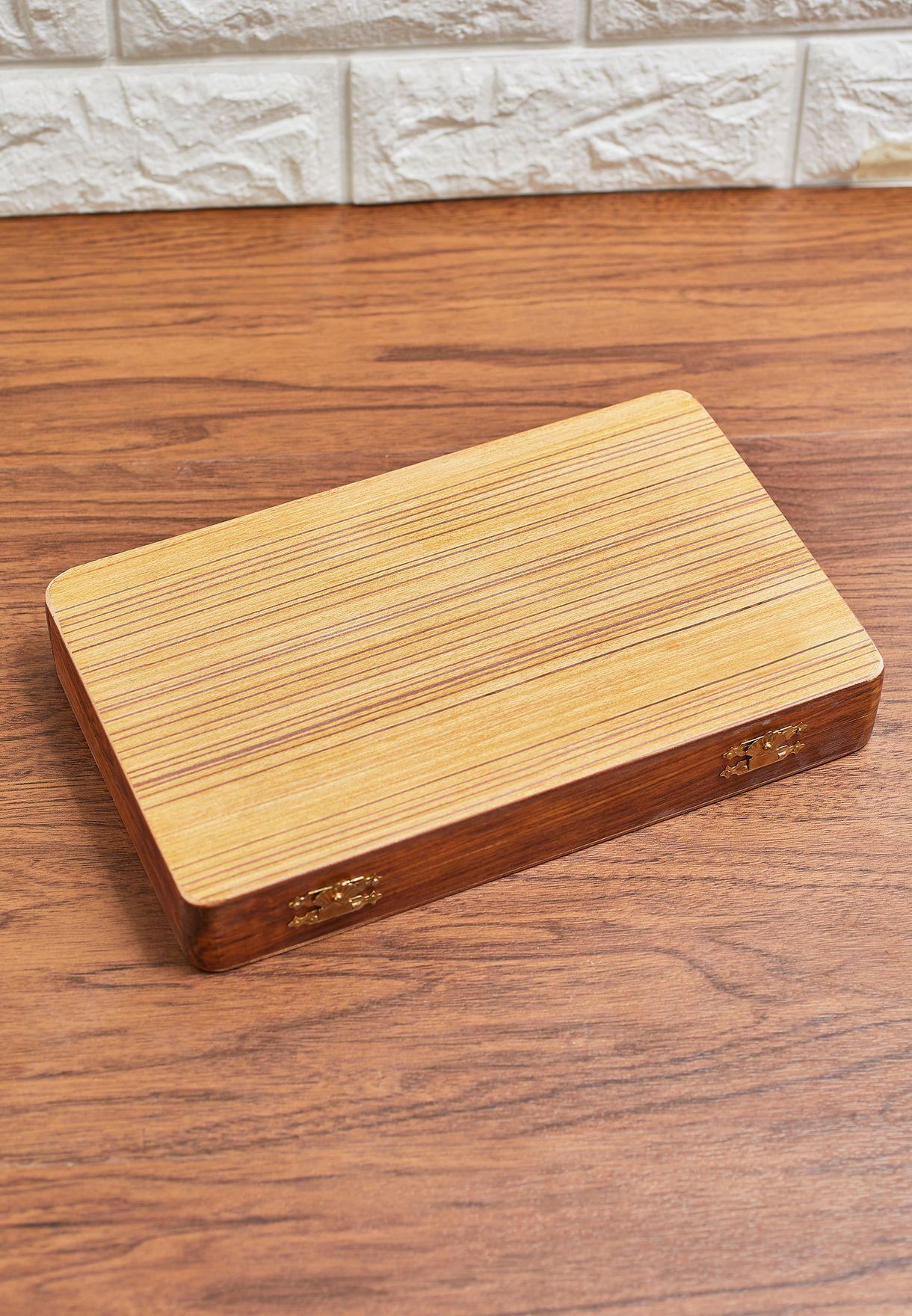 لعبة الطاولة الخشبية