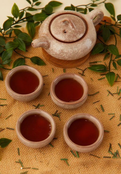 مجموعة من ابريق شاي و4 فناجين