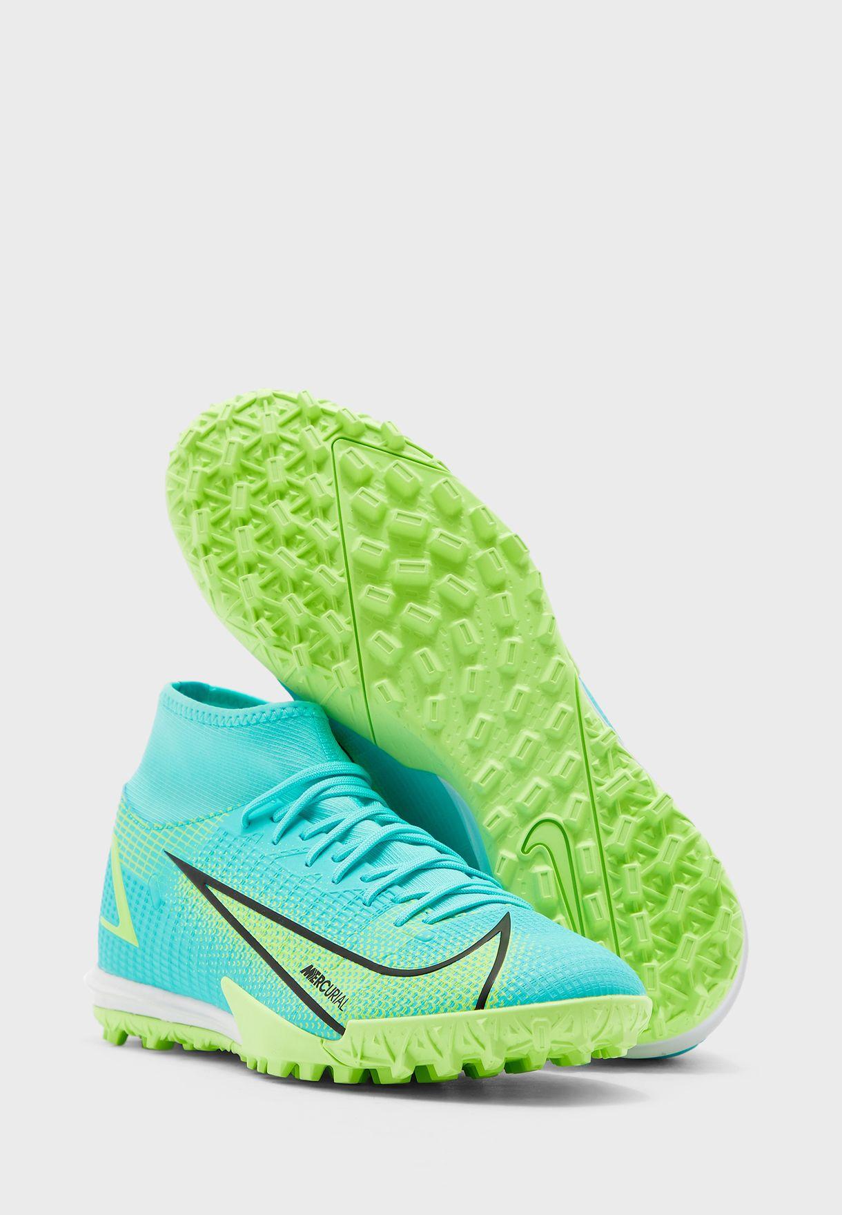حذاء سوبرفلاي 8 اكاديمي للاسطح العشبية