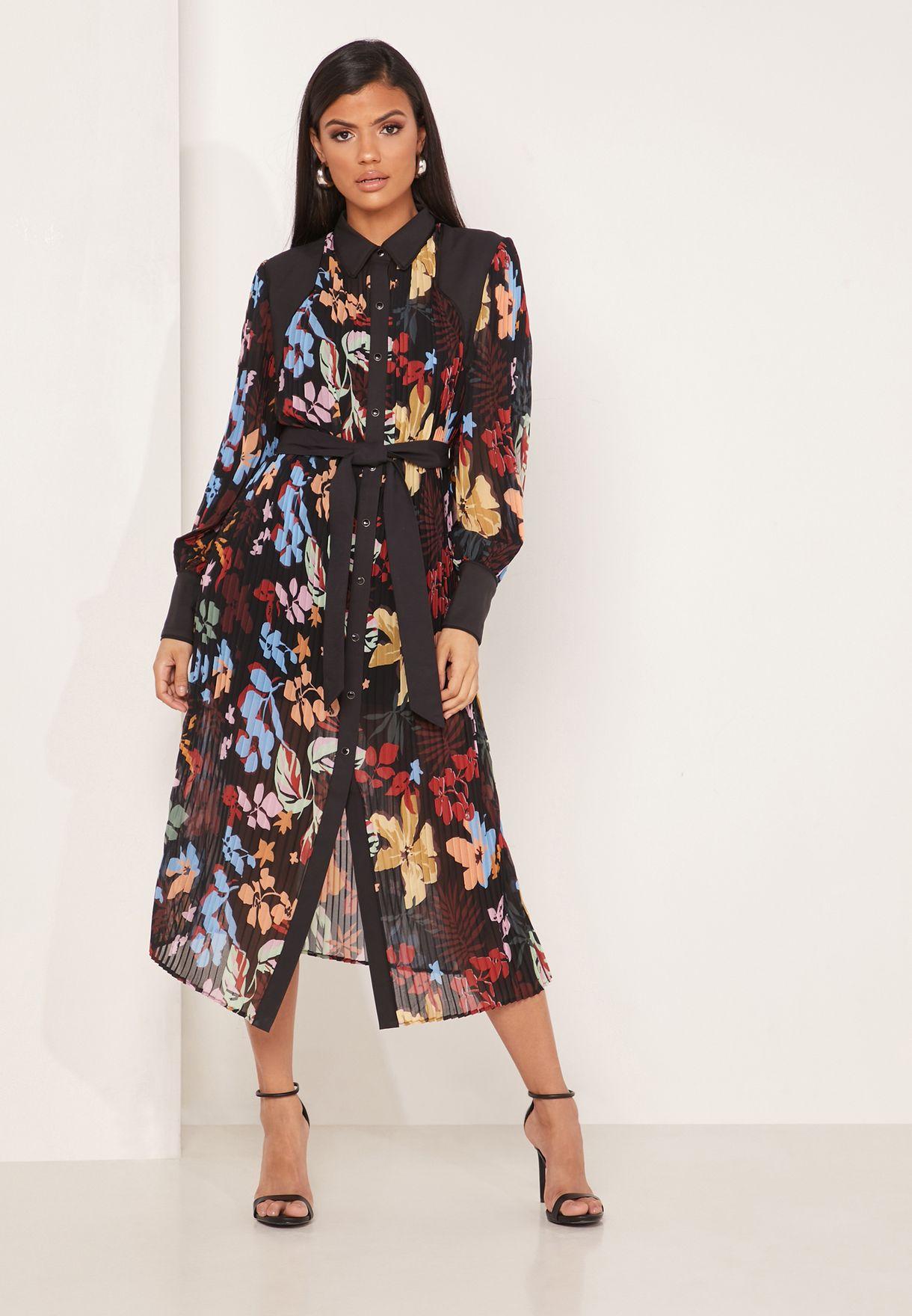 فستان بطبعات ازهار واربطة خصر