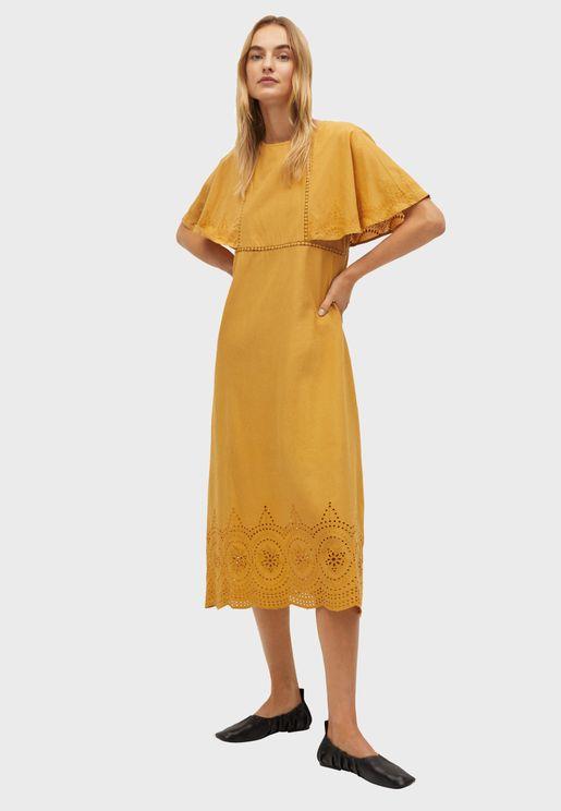 فستان مزين بفتحات مزخرفة