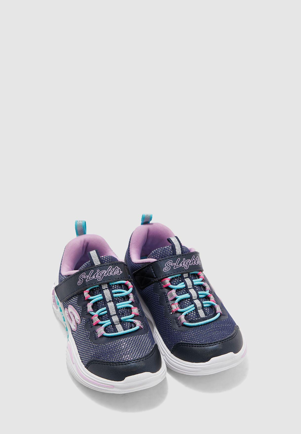 حذاء لامع مزود بإضاءة