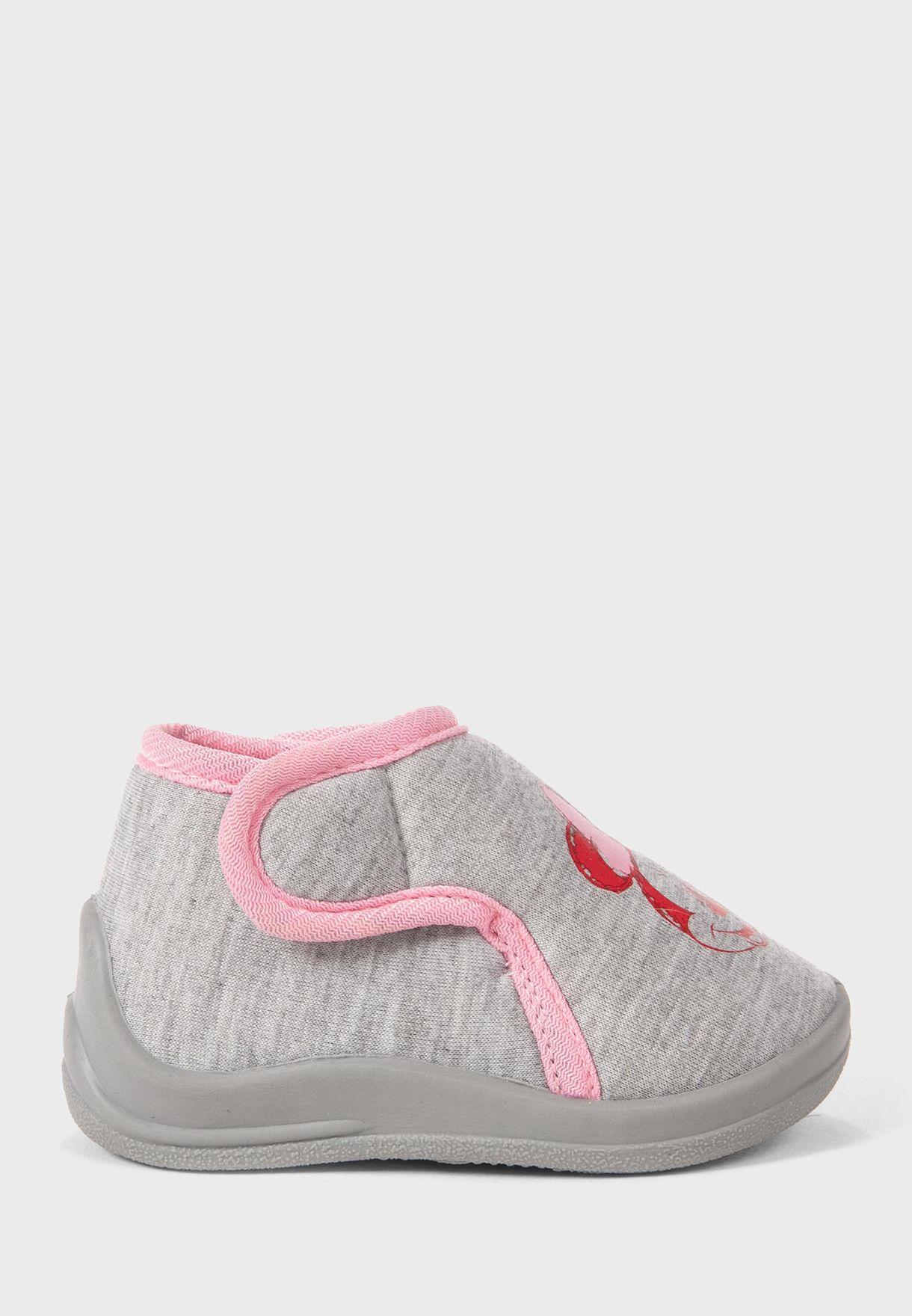 حذاء بطبعات ميني ماوس