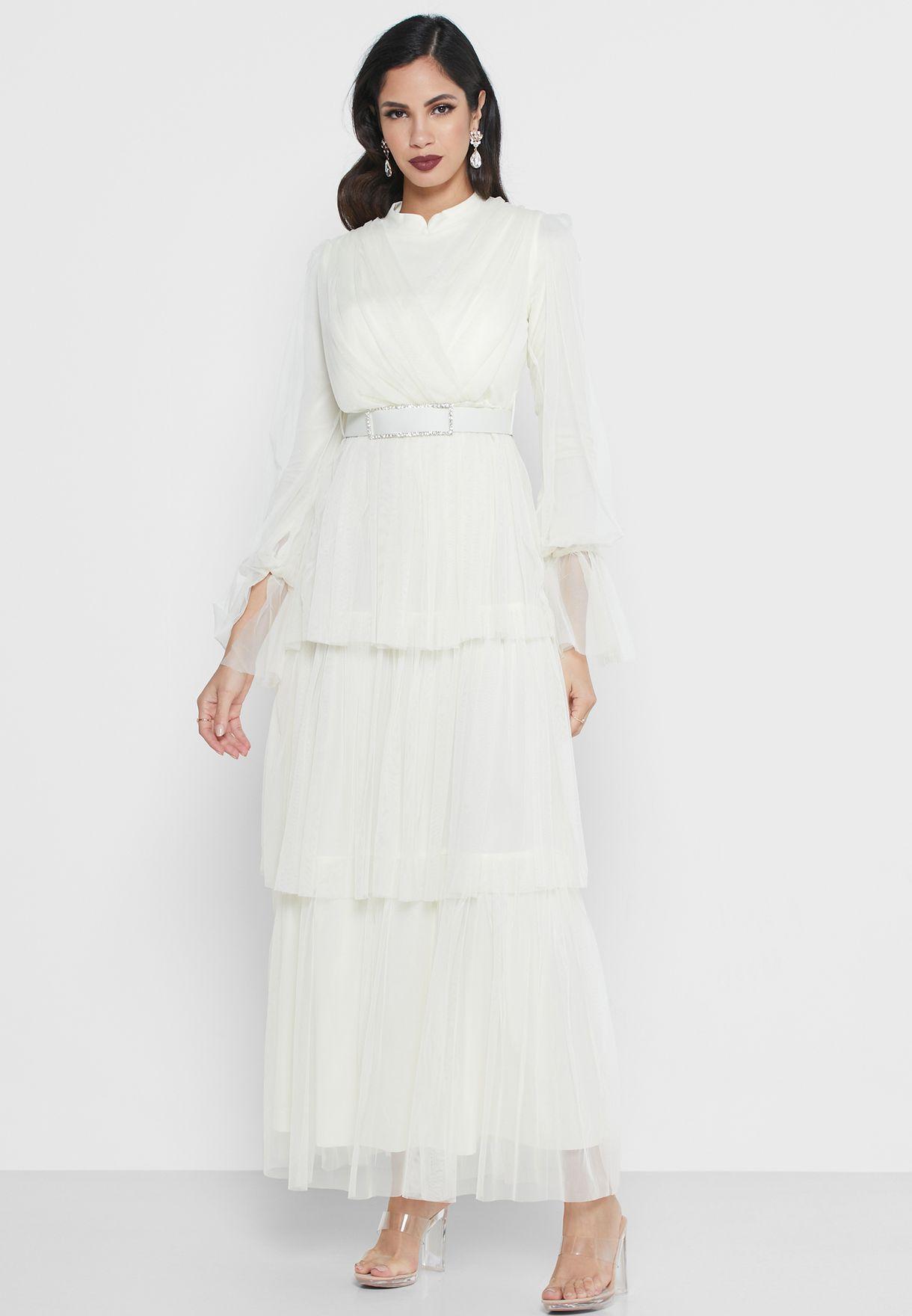 فستان شفاف بياقة عالية