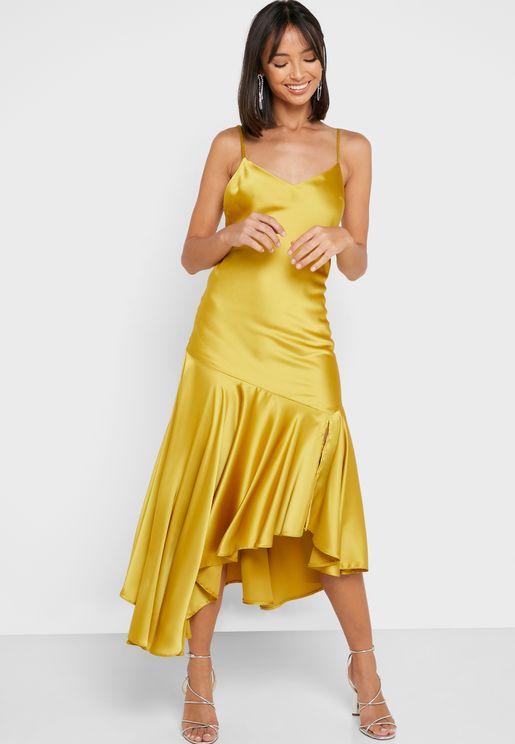 فستان بحمالات كتف وكشكش