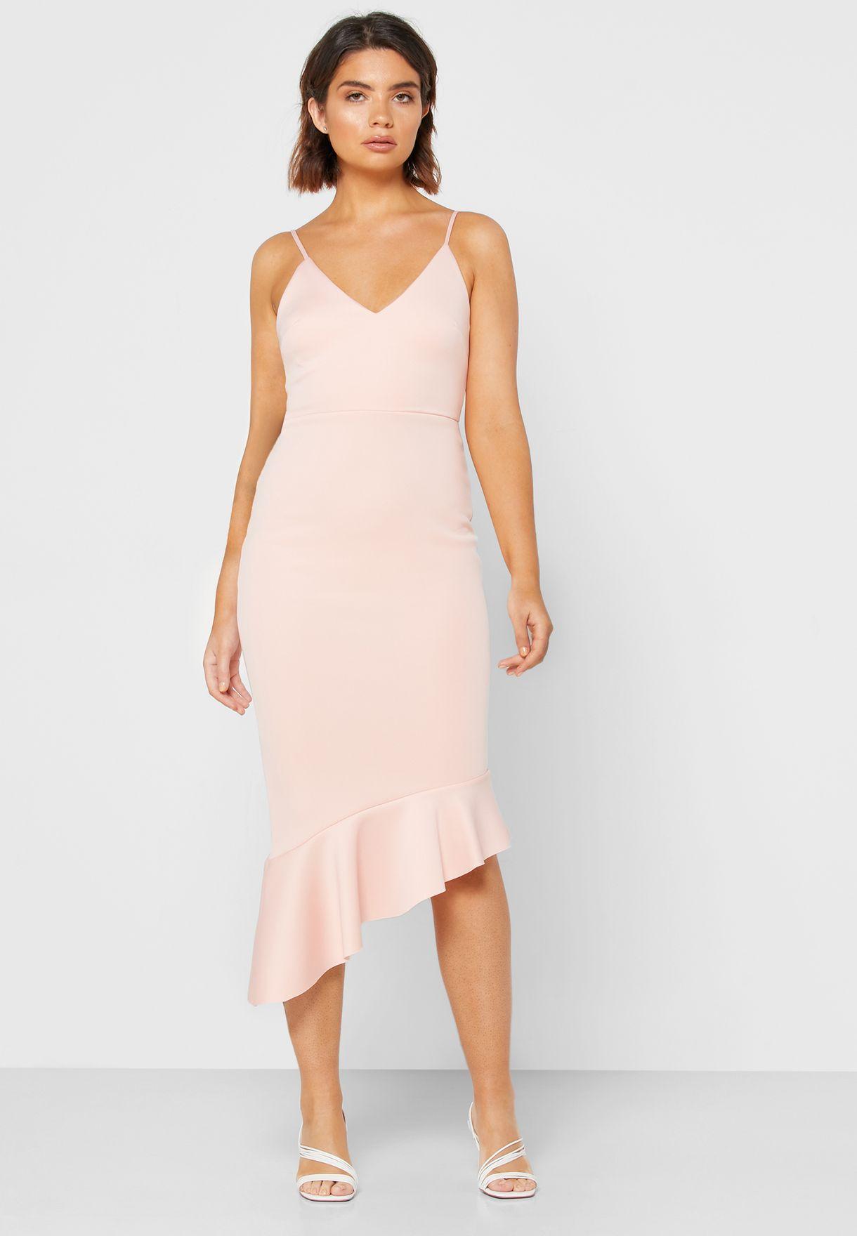 فستان بحمالات وحافة متباينة الطول
