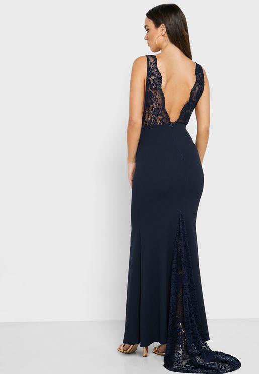 فستان بأجزاء دانتيل